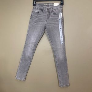 Old Navy Gray Curvy Profile Mid-Rise Skinny Jeans